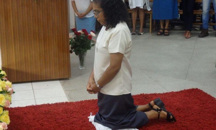 Sr Jane Luiz Bernardo agenouillée