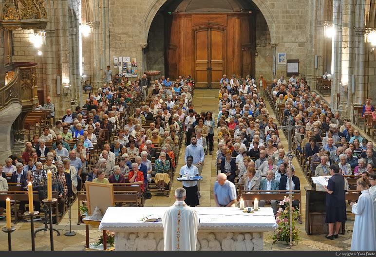 Procession lors de la messe à la collégiale