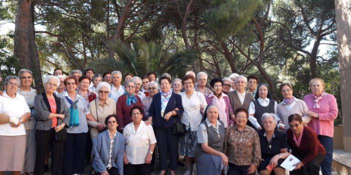 Une assemblée de Sœurs venant de différentes parties d'Espagne