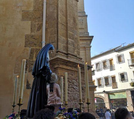 Sainte Émilie devant l'église San Pedro de Cordoue