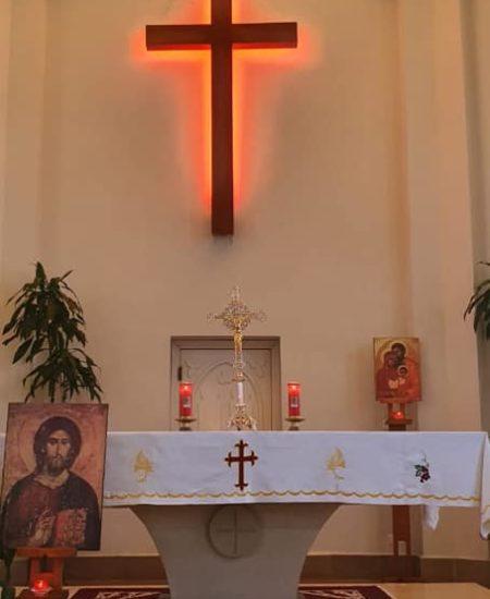 La croix exposée pour vénération
