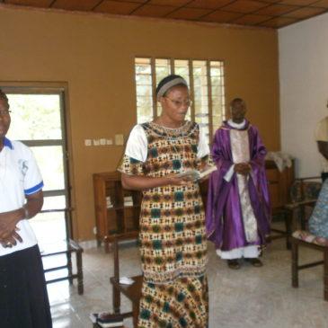 En Côte d'Ivoire, la vie continue dans la prière
