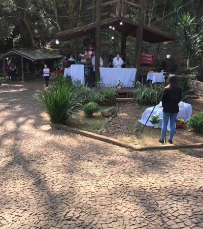 Messe dans la chapelle