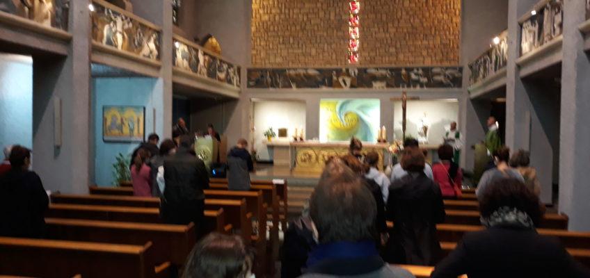 Assemblée dans la chapelle