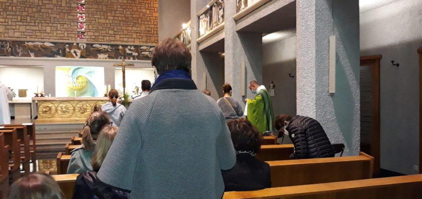 Communion apportée aux fidèles