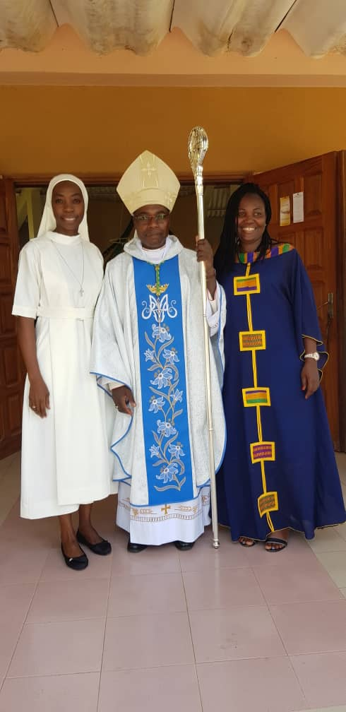 Sr Marcelle, son évêque et sa maman
