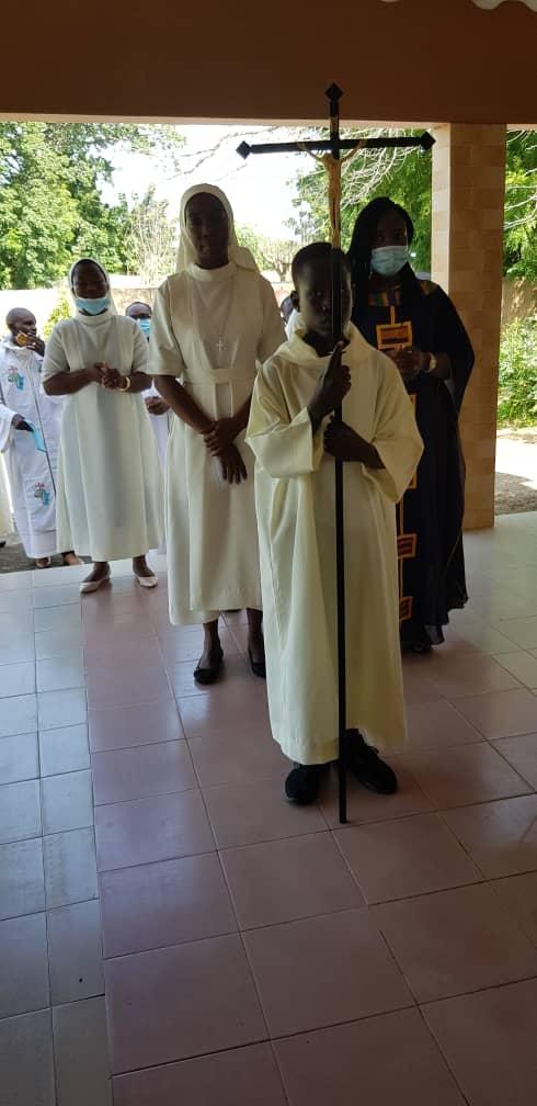 Entrée en procession pour la messe