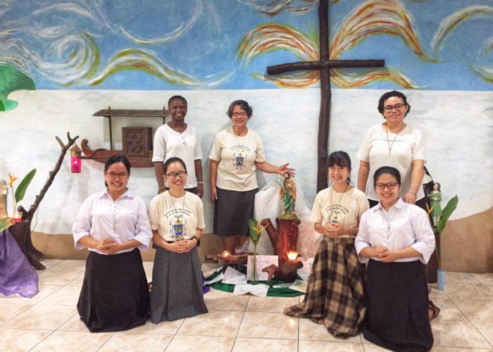 Postulantes, novices et Sœurs à Manille